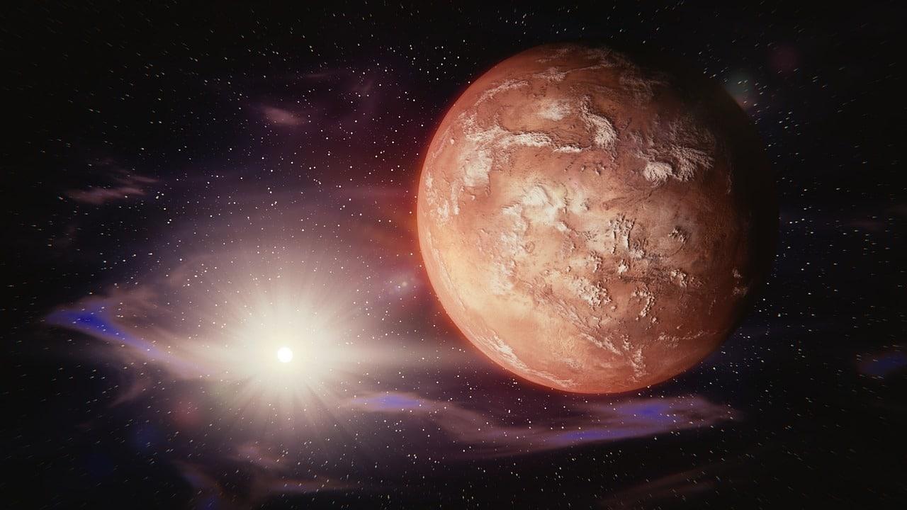 Planeta Marte no universo, próximo a uma fonte de luz que ilumina parte de sua superfície e envolto por estrelas.