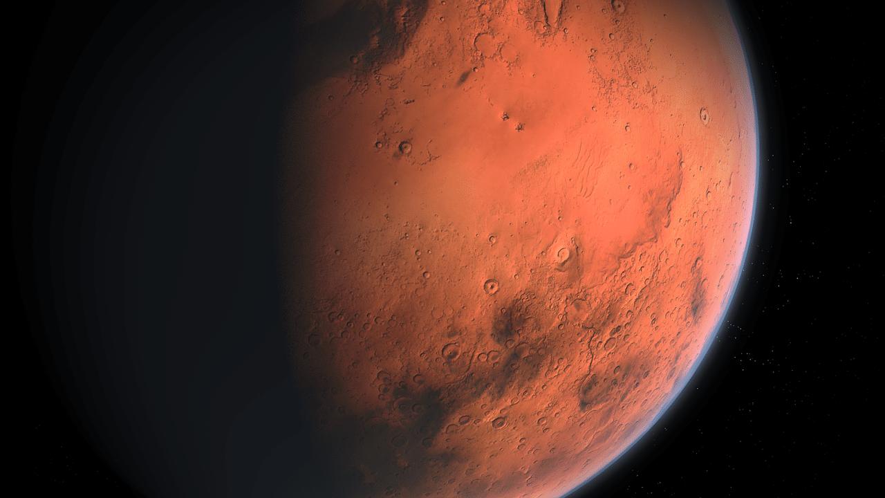 Superfície de Marte parcialmente iluminada.