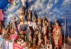 Altar com santos religiosos