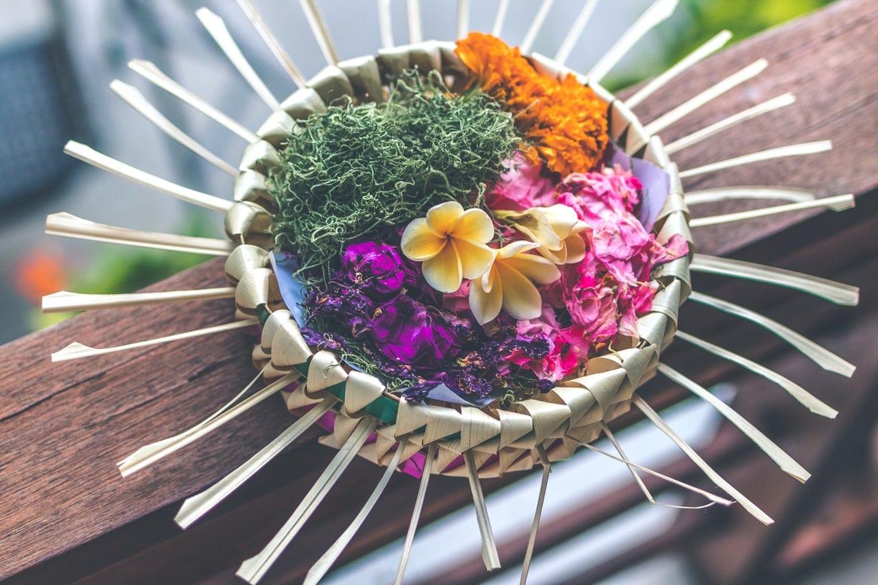 Caixa com flores para ritual