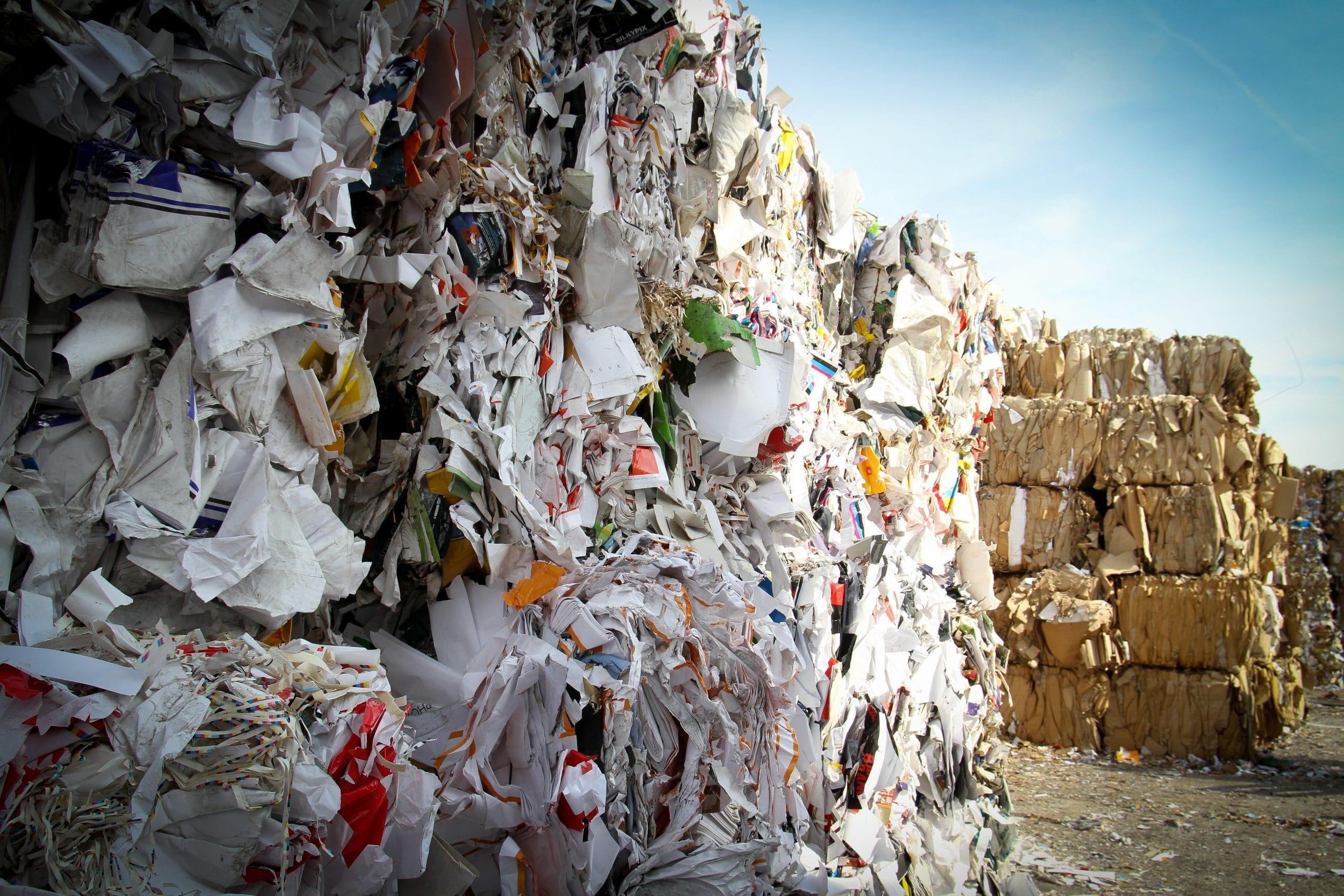 Montante de lixo reciclável separado em coleta