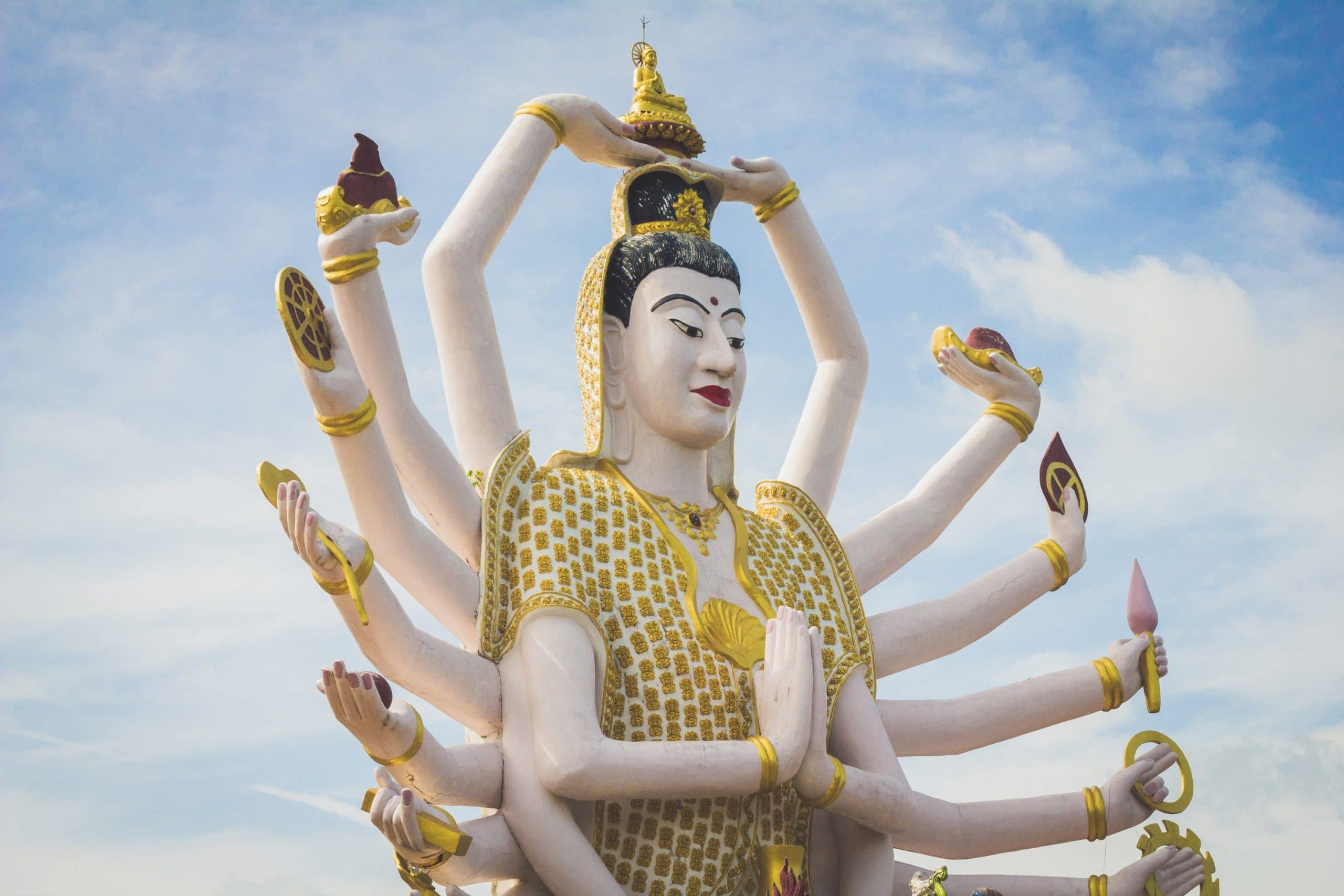 Estátua de uma deusa hindu.
