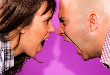 Rosto de casal se enfrentando