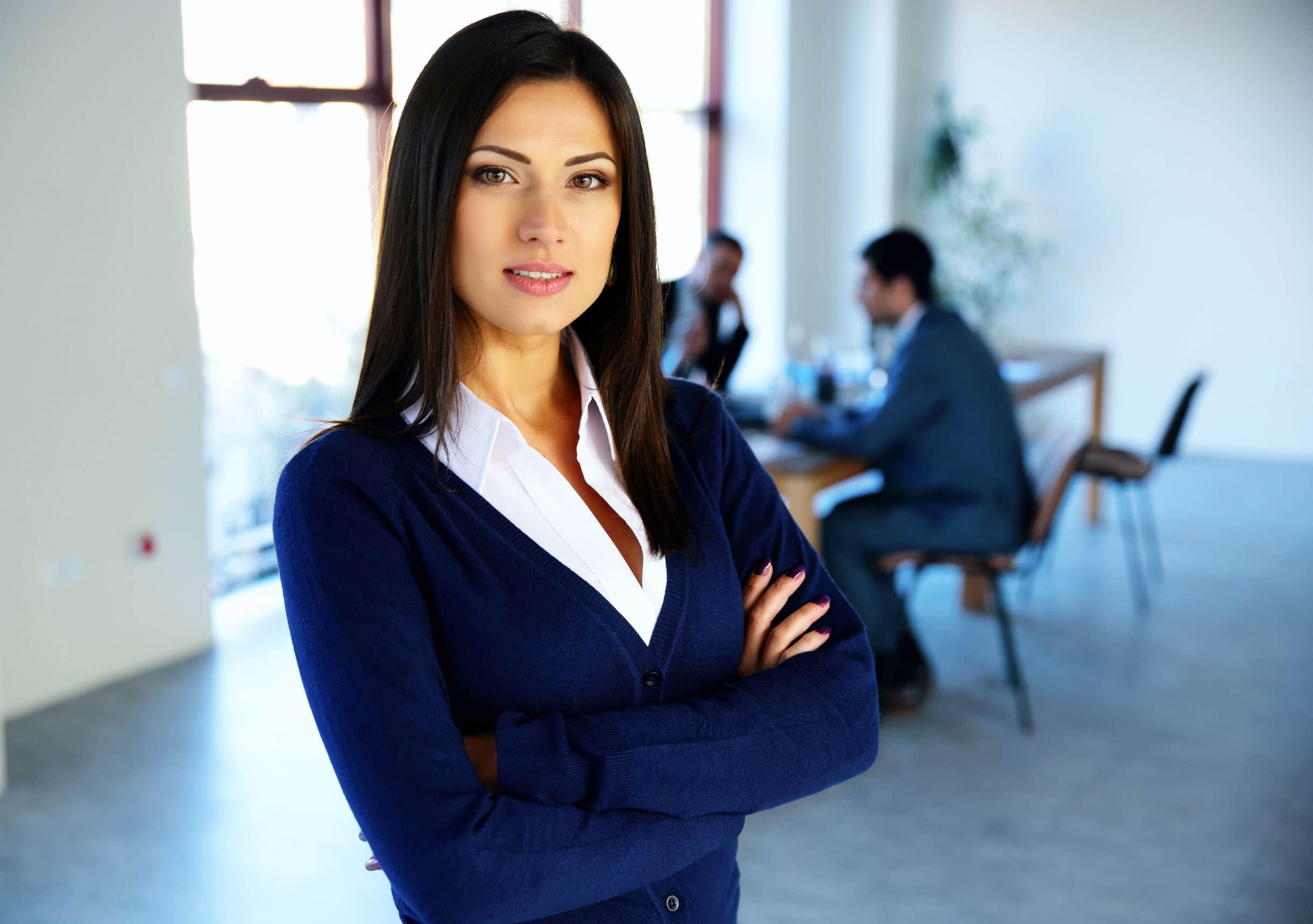 Mulher executiva no ambiente de trabalho.