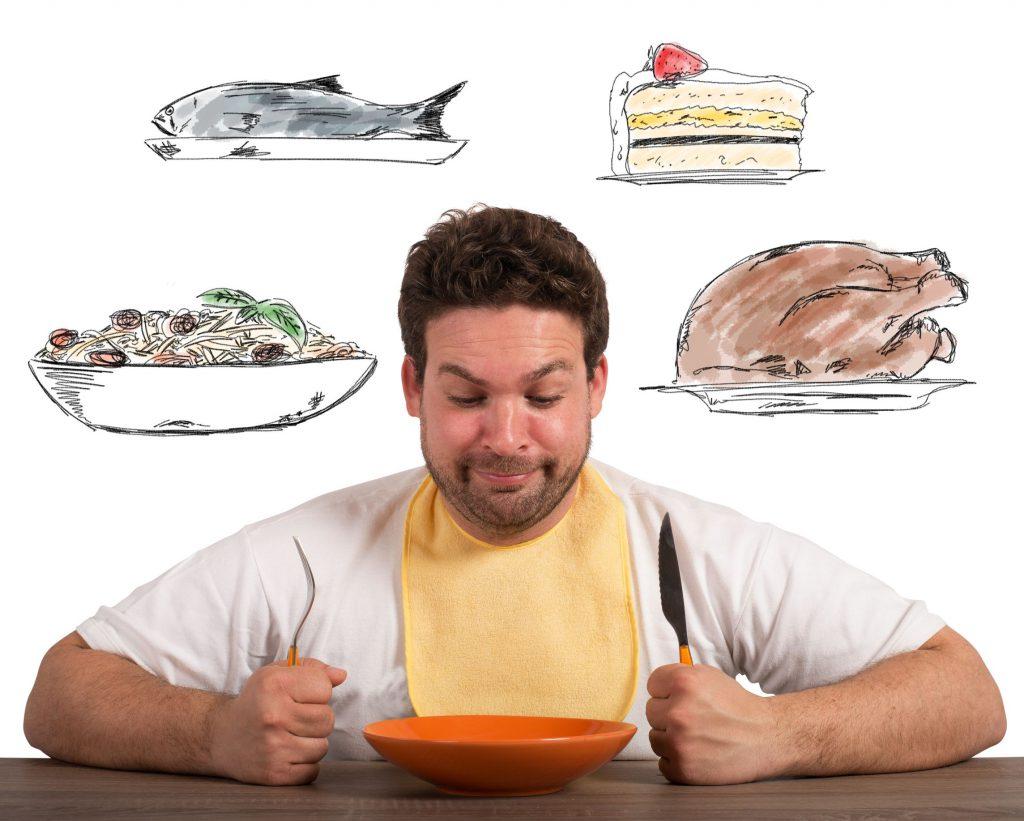 Homem olhando para prato