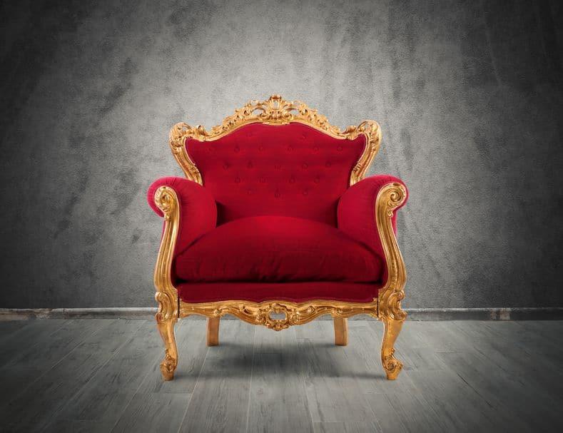 Trono vermelho e dourado