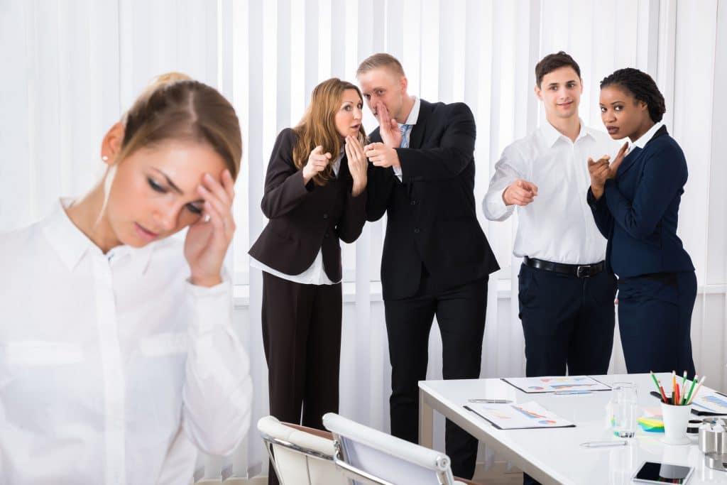 colegas de trabalho fofocando