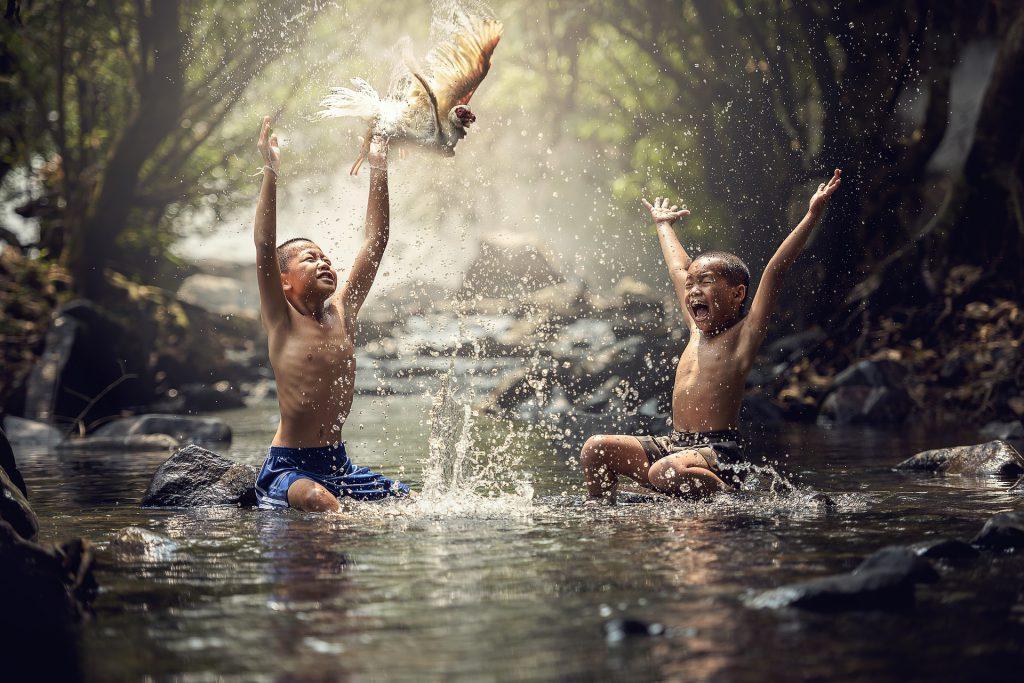Crianças felizes.