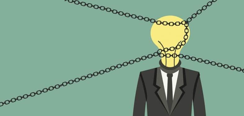 Ilustração de uma pessoa presa com pensamentos presos.