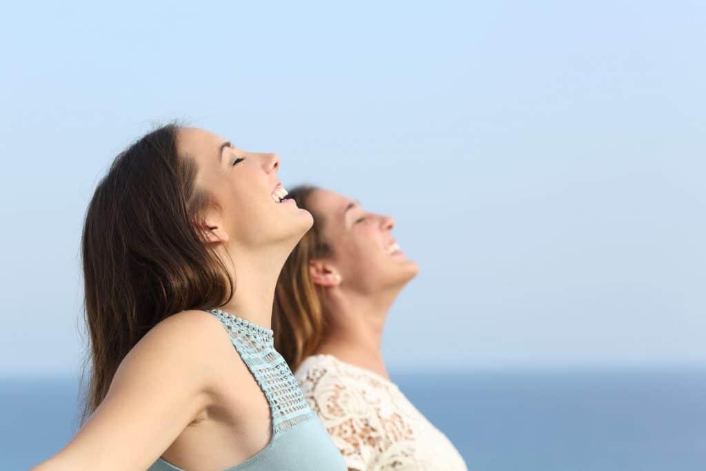 mulheres relaxando