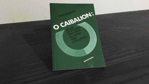 """Livro """"O Caibalion""""."""
