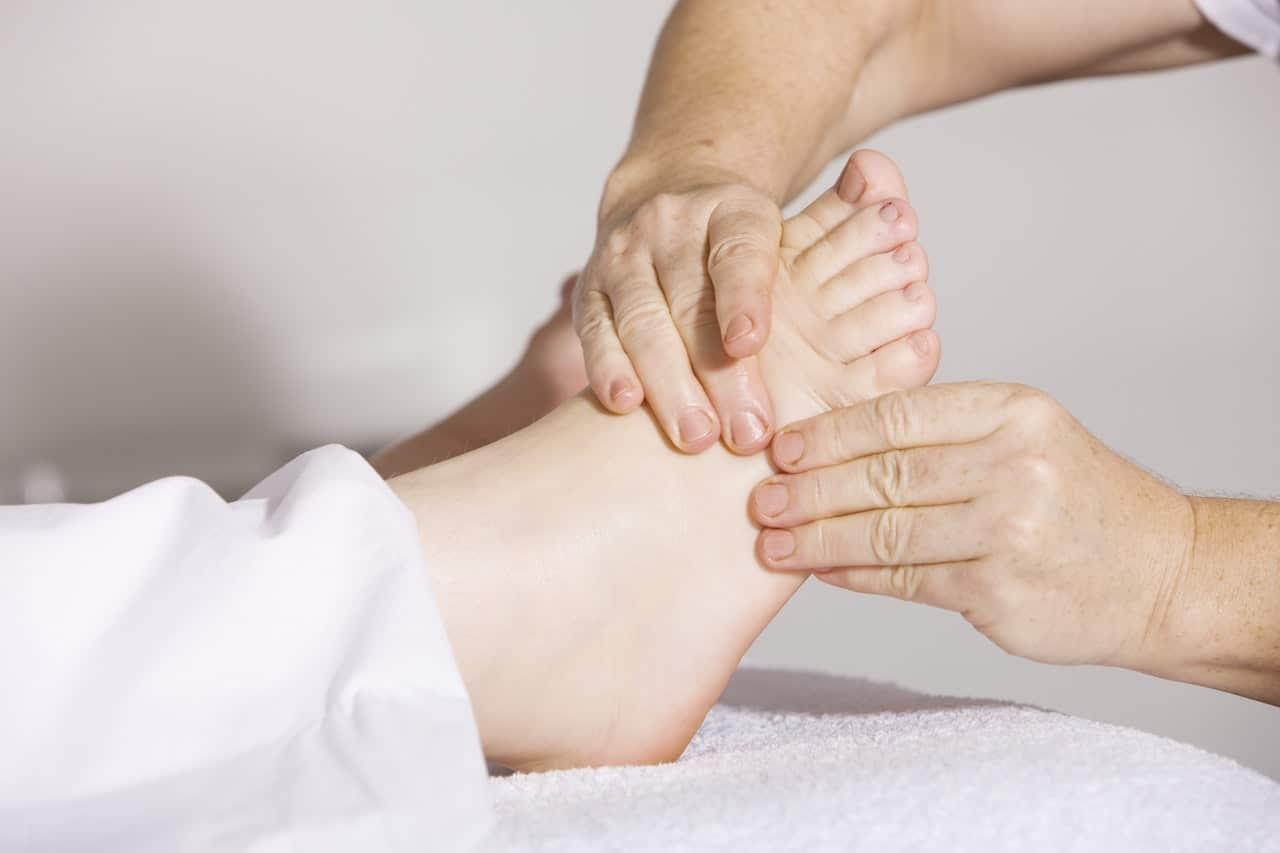 Massagem no pé