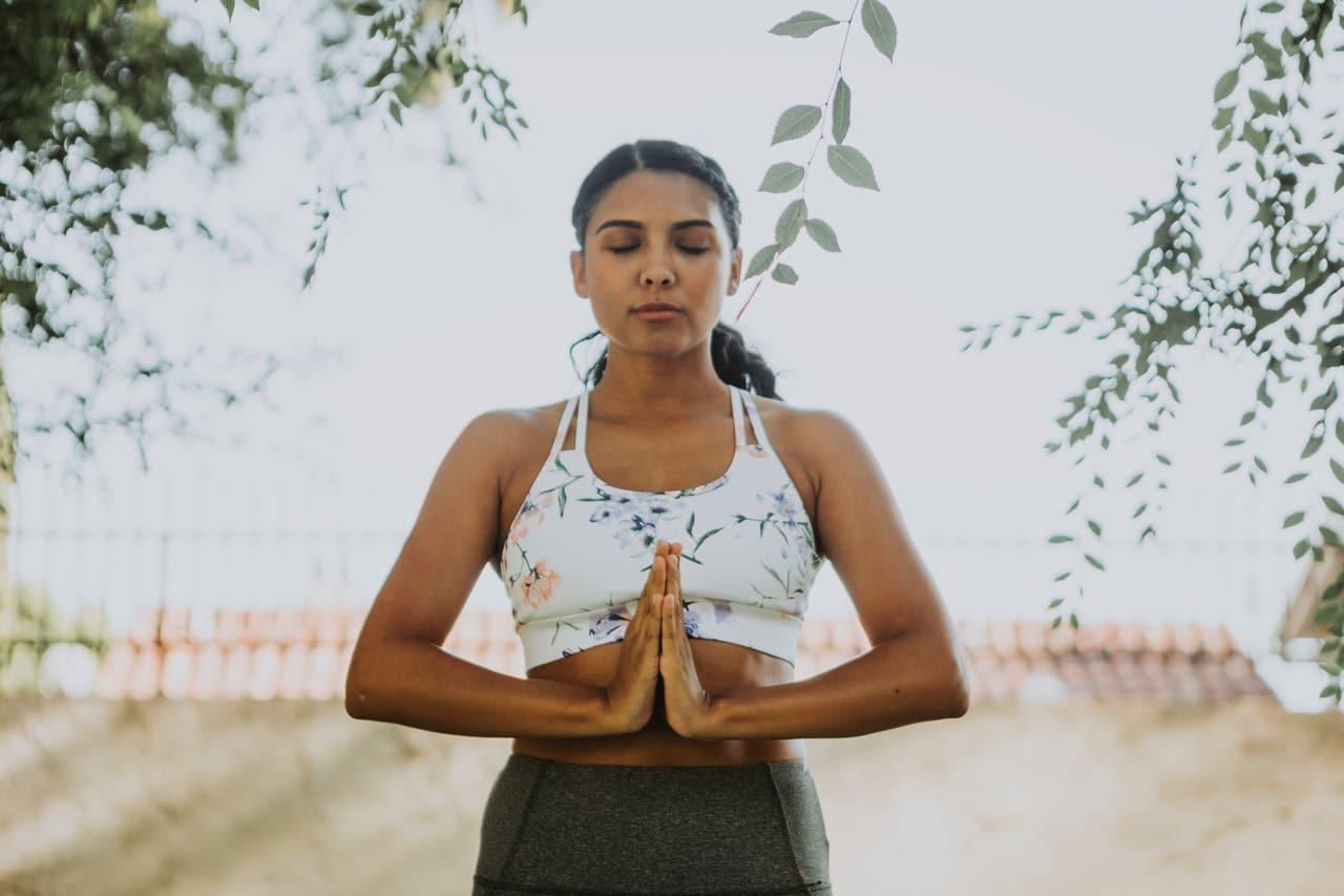 Mulher com meditando