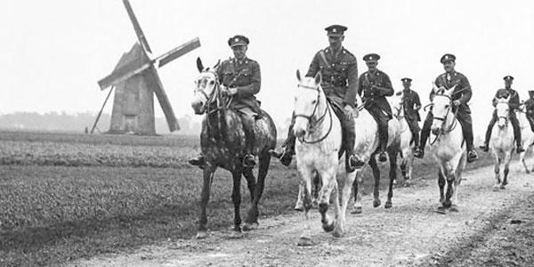 Combatentes à cavalo na Primeira Guerra Mundial.