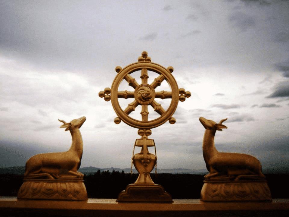 Escultura do dharma.