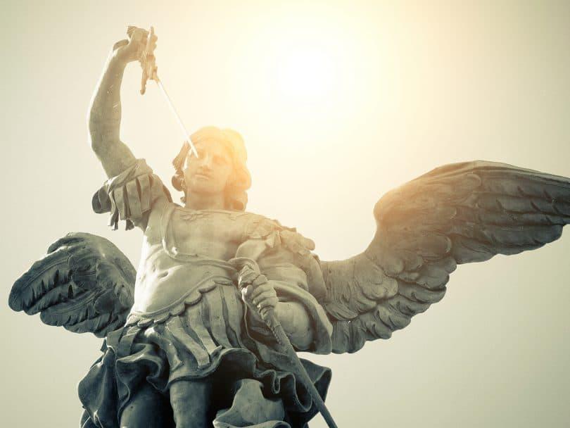 Escultura de São Miguel Arcanjo