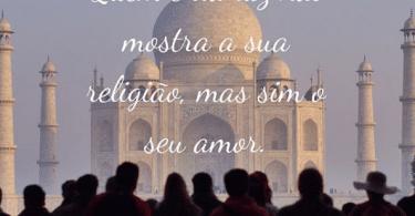 """Foto de palácio da índia, com a frase """"Quem é da luz não mostra a sua religião, mas sim o seu amor."""" escrita em branco."""