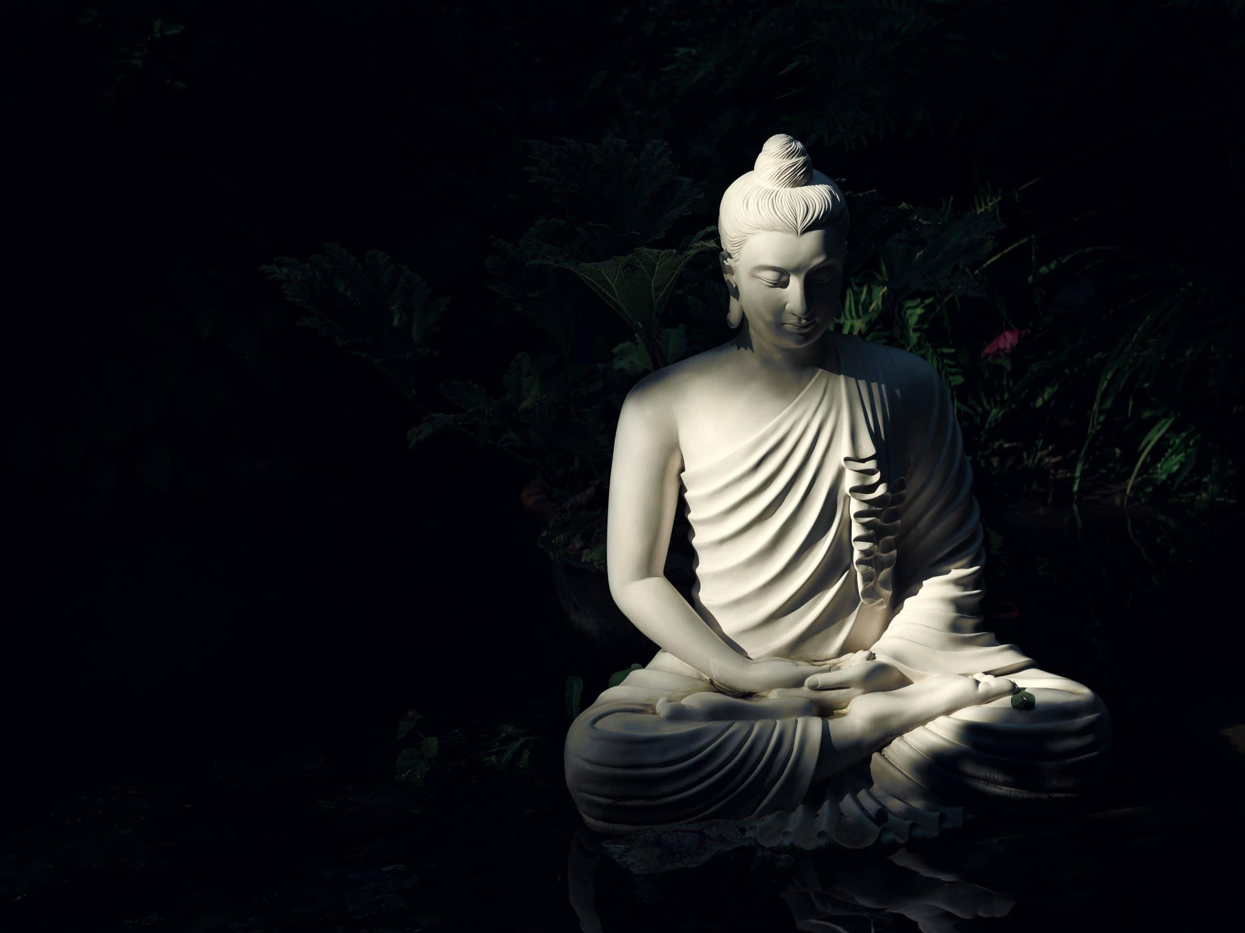 Imagem de Buda iluminado pelo sol