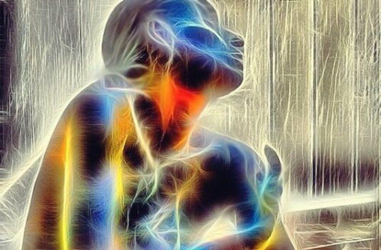 Ilustração de mulher com dores somatizadas.