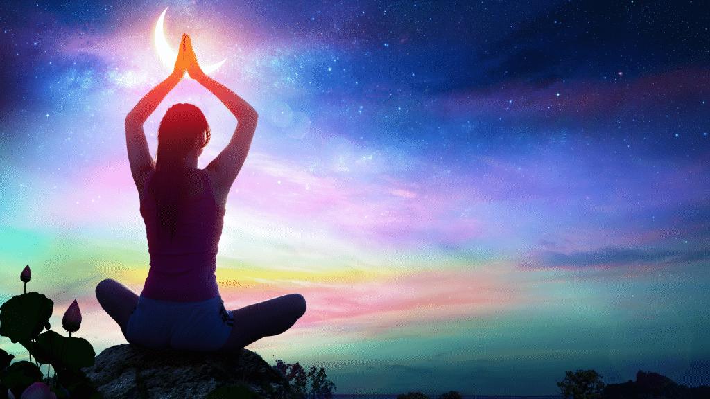 Mulher fazendo ioga em meio a um cenário psicodélico de paisagem.
