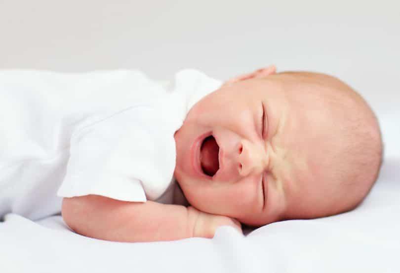 Bebê recém-nascido chorando