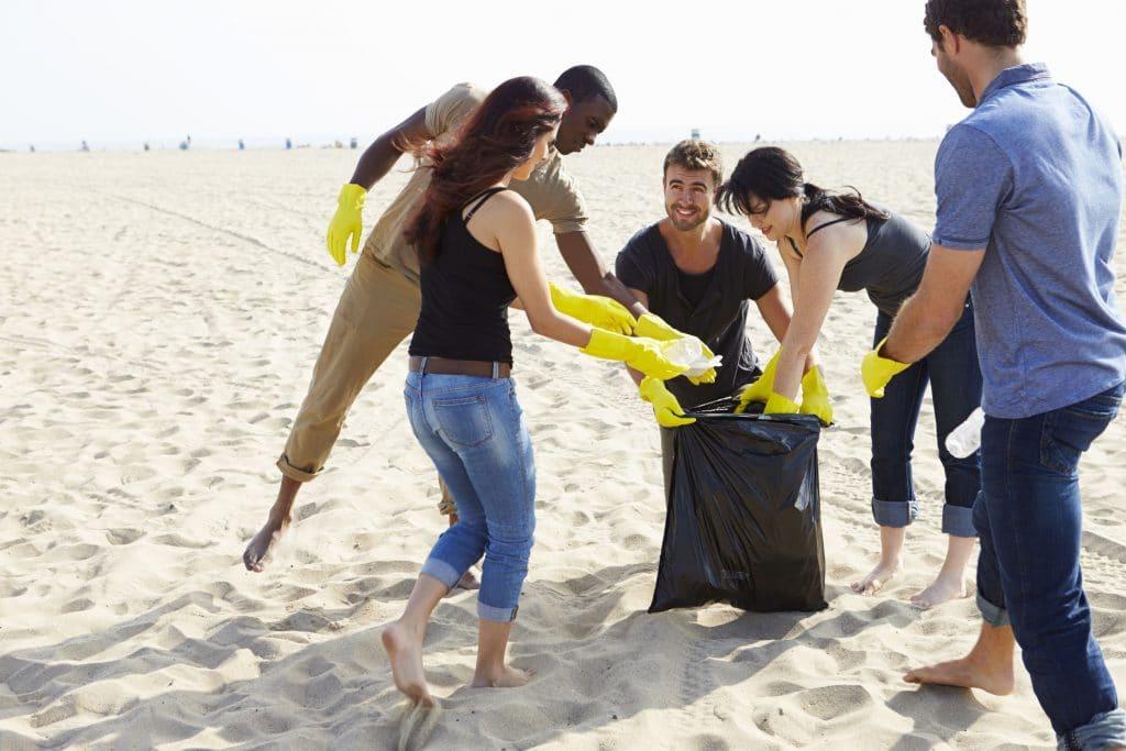 limpeza de rios e praias