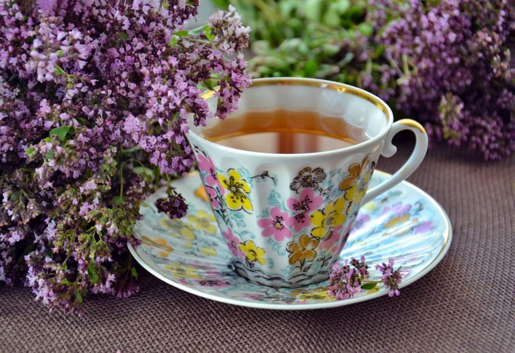 Xícara com chá.