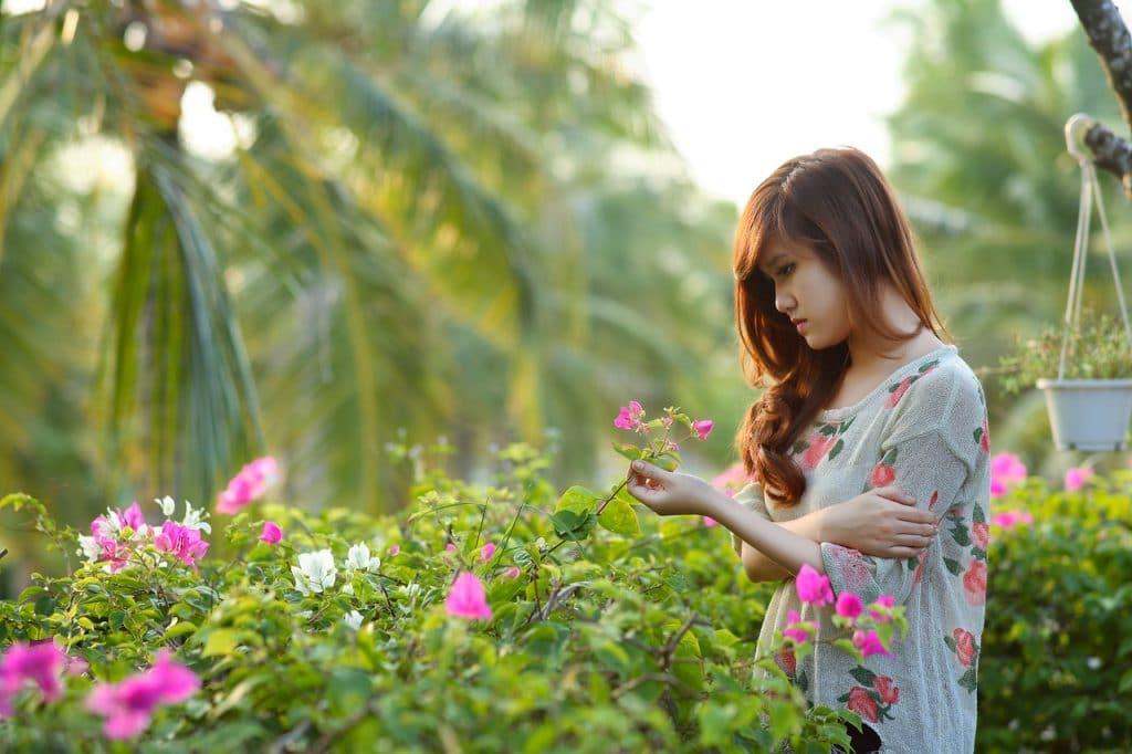 Mulher com flores