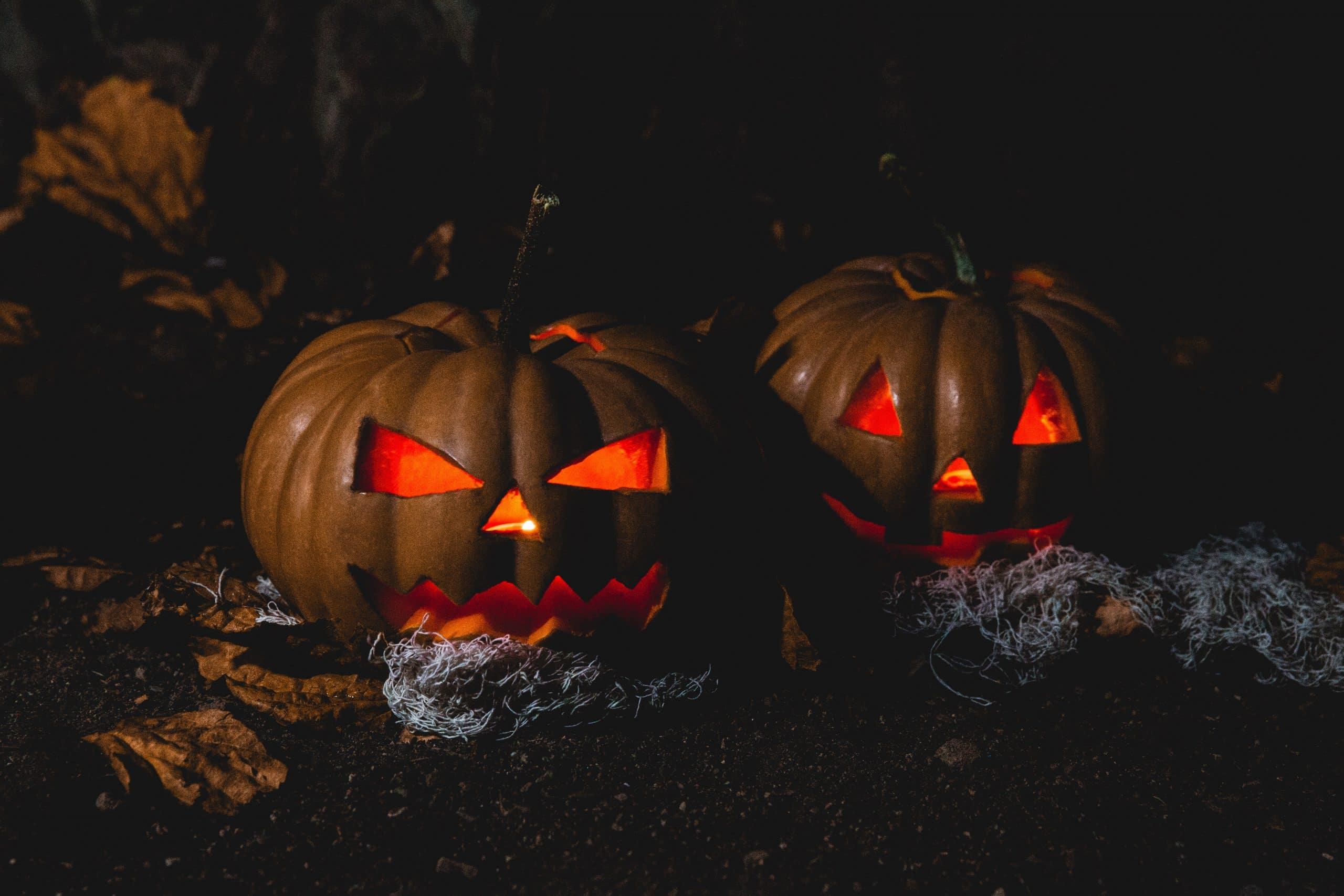 Abóboras de halloween com luz dentro