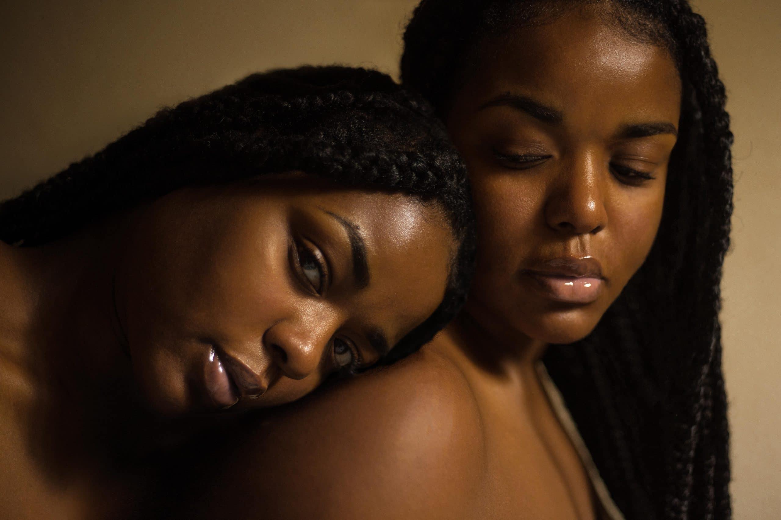 Duas mulheres negras.