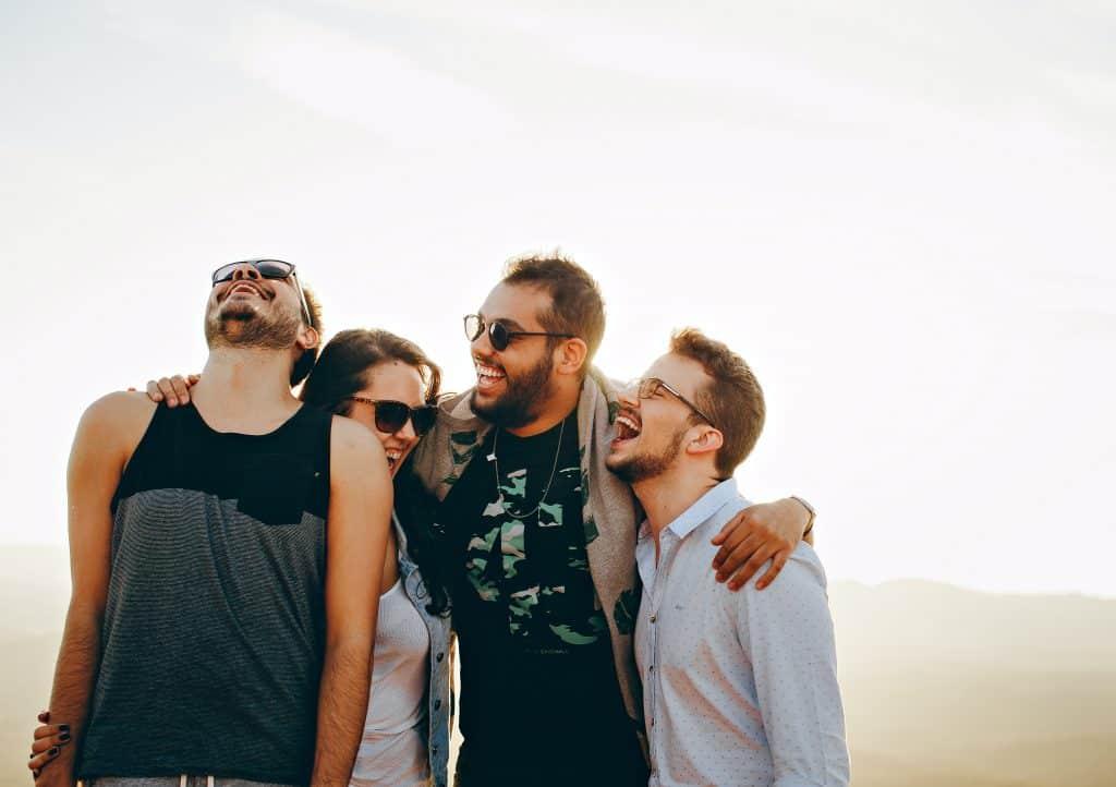 Grupo de amigos sorrindo