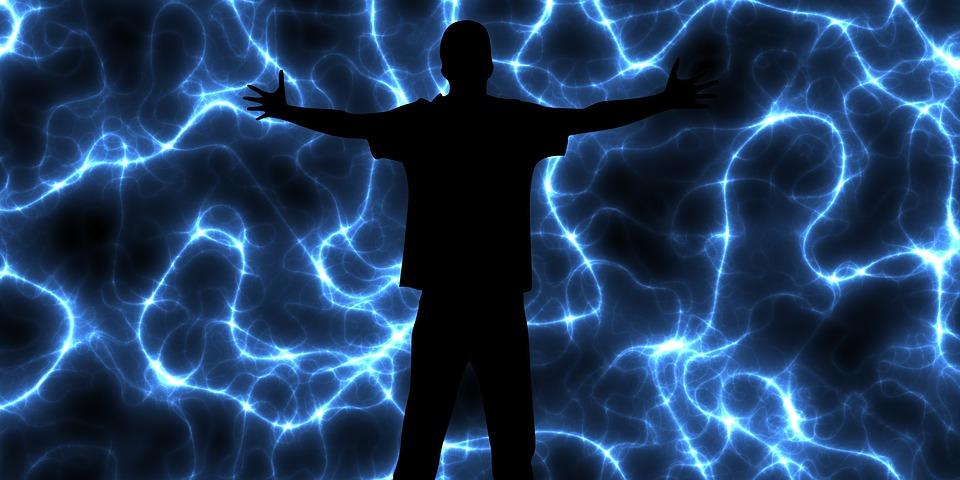 Homem entre energia