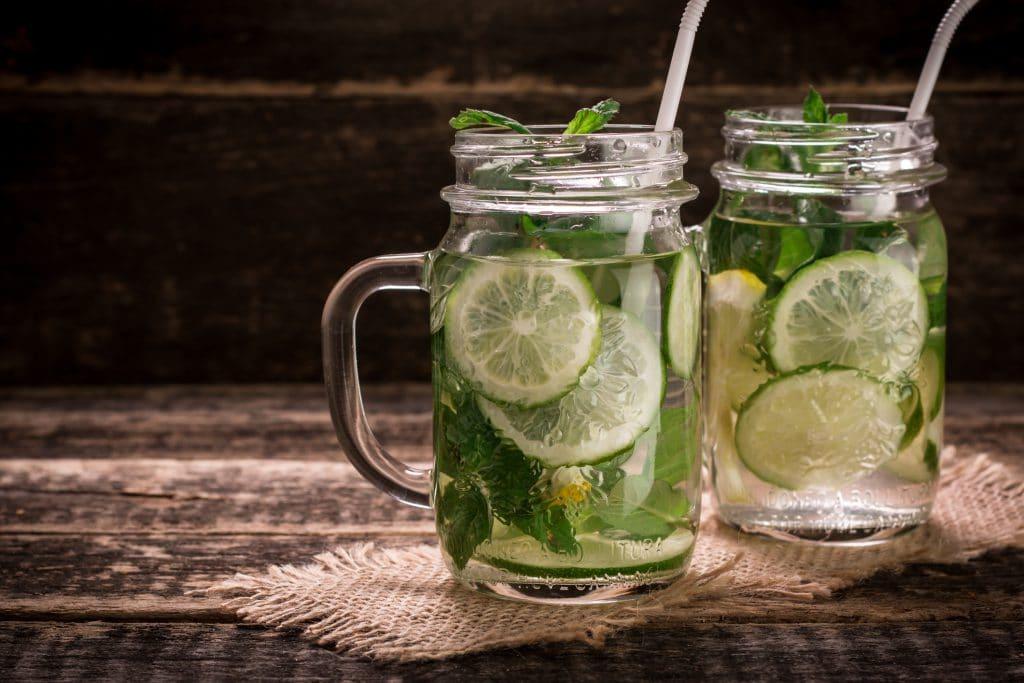 Água com limão emagrece?