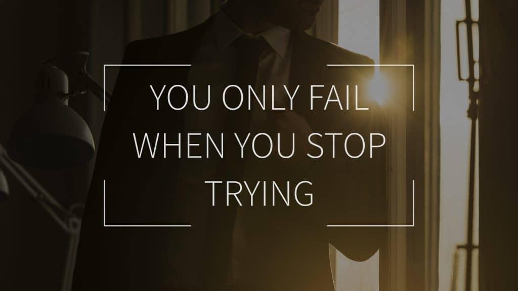 Frases de positividade:  You only fail when you stop trying -  Você só falha quando para de tentar.