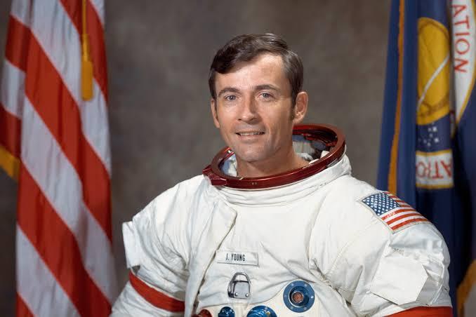 Foto de John Young, astronauta.