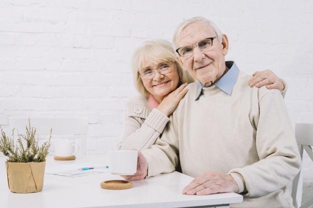 Casal de idosos.