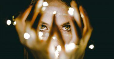 Olhos verdes.