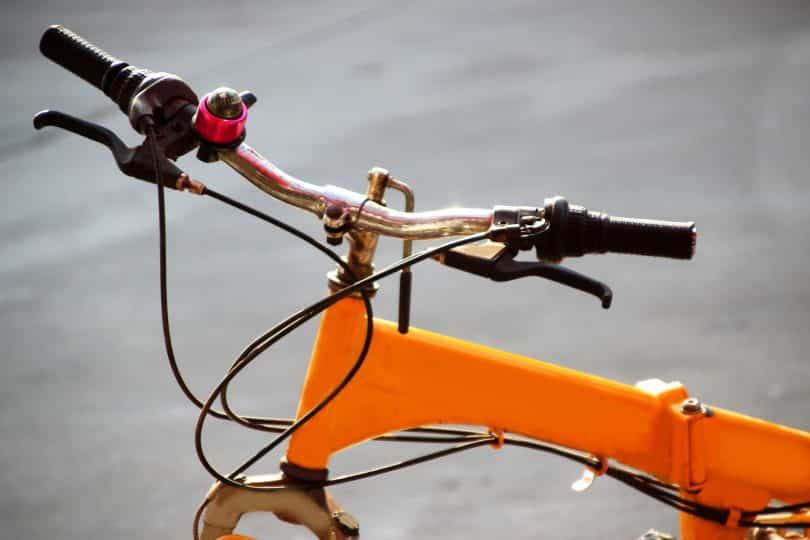 Bicicleta laranja.