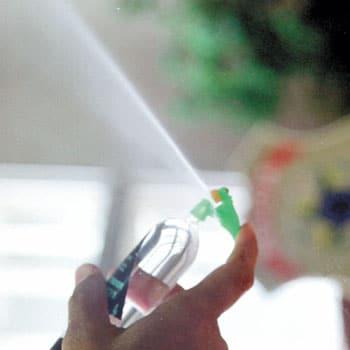 Spray de lança-perfume.