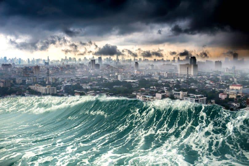 Cidade sendo destruída pelas ondas do tsunami