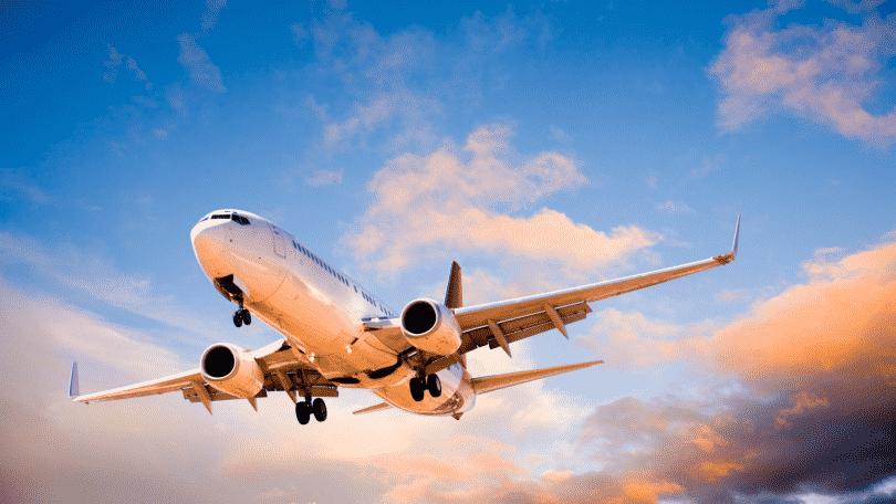 Imagem de um avião nos ares