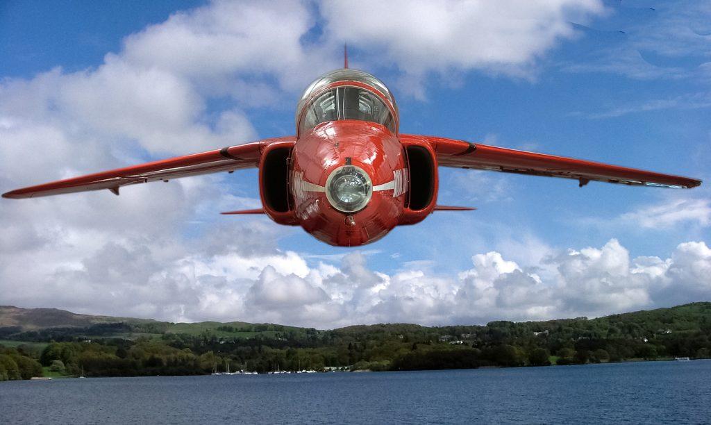 Avião sobrevoando um lago, prestes a cair.