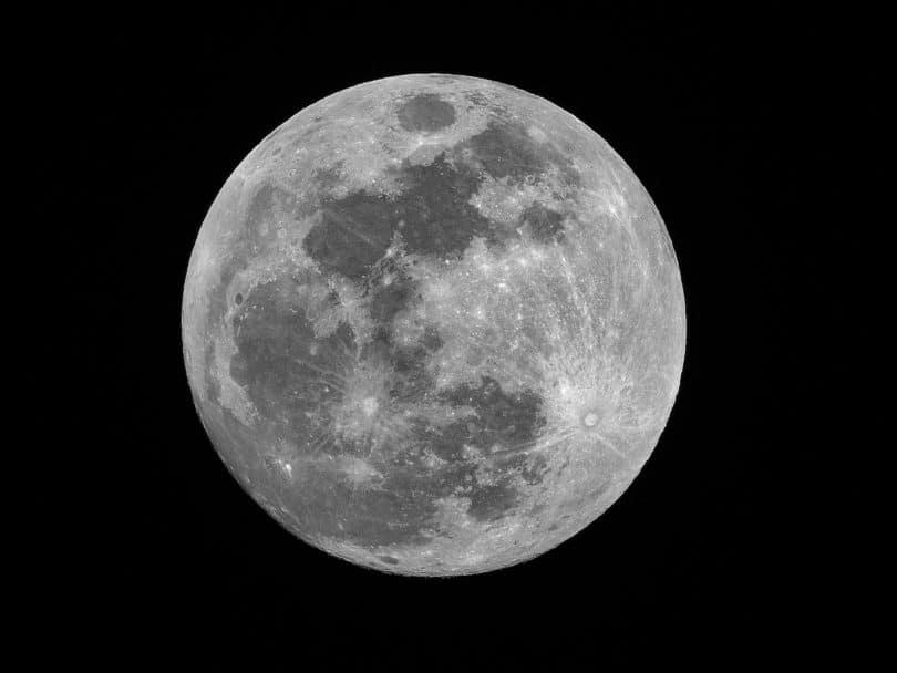 Lua cheia no céu