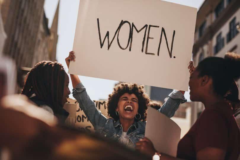 Grupo de mulheres em protesto