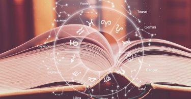 Livro aberto com símbolos dos signos