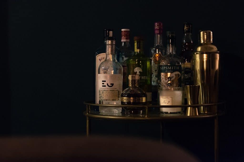 Mesinha de bebidas alcoólicas