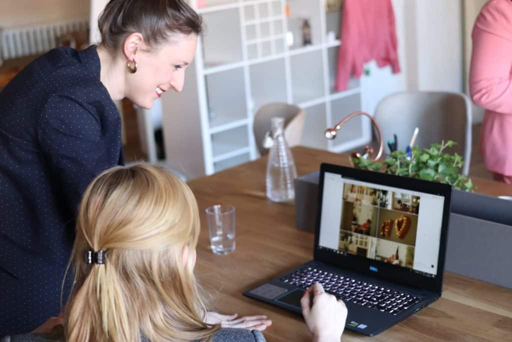 Mulheres trabalhando em um escritório