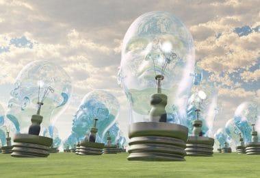 Ilustração de um grupo de lâmpadas gigantes cujo formato se assemelha a cabeças humanas, disposto em um campo.