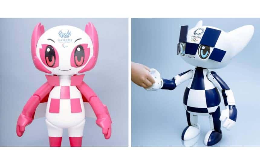 Robôs Miraitowa, com detalhes em rosa, e Someity, com detalhes em azul. Ambos tem a aparência de um boneco de criança.