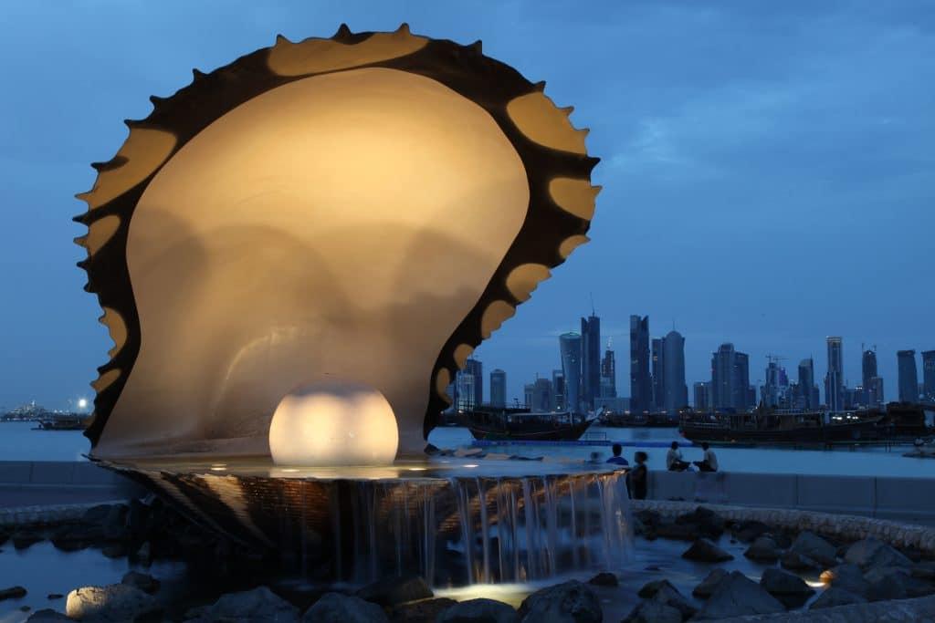 Uma linda e gigante fonte de pérolas e ostras localizada em Doha no Qatar.